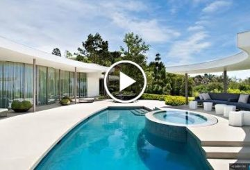 stunt man 5,600 SQ FT lyric 4 Bed 7 bathymetry home in on With 270° views of Beverly Hills and LA California